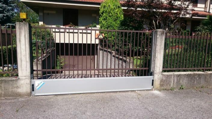 Barriera antiacqua per cancelli esterni